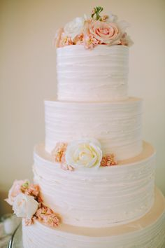 white, peach & pink cake l http://eventsbyclassic.com