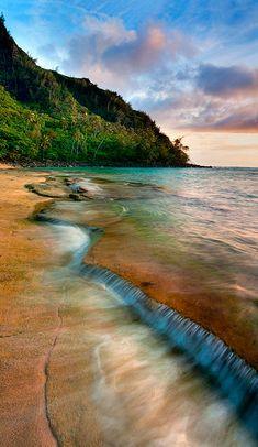 Kee beach on the north shore of Kauai