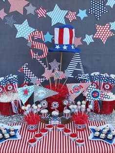 4th of July - Great Centerpiece DIY and love the star banner