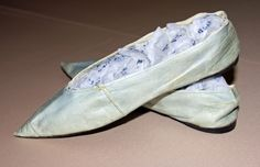 Shoe. Leather and linen. France, circa 1800.