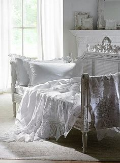 decor, bench, dream, shabbi chic, shabby chic, white lace, guest rooms, daybeds, antiques