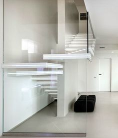 Corian cantilevered  staircase LUXO SURFACES by OFFICINE SANDRINI
