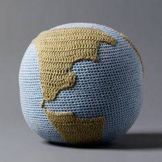 I Am The World Globe. 100 percent of the sales from this Globe Rattle are given to Remote Classrooms International, which funds local organizations focused on education. brazil, balls, organ knit, tane organ, an education, world globes, babi, organic baby, amigurumi