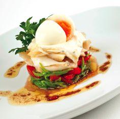 'Salada quente e fria de bacalhau da Noruega com feijão verde e pimentos assados' - salad with cod, green beans and roasted peppers: a delicious recipe by portuguese chef José Cordeiro.