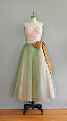 creativemuggle:  1950s dress / vintage 50s party dress / Fortune's Darling