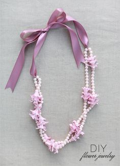 This tutorial is very nice for making special occasion necklaces and bracelets with flowers.