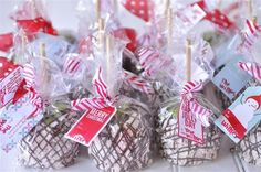 Peppermint bark caramel apples...might have to try these next year!