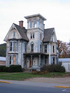 abandoned mansion in Pennsylvania, near New York border