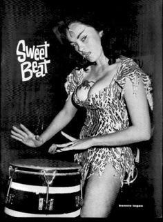 kustomkittenatx:  Bonnie Logan is Tiki-tastic!!!