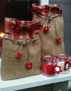 cute little bags gift bags, burlap christmas, christmas presents, burlap crafts, homemade gifts, country christmas, burlap bags, handmade gifts, little gifts