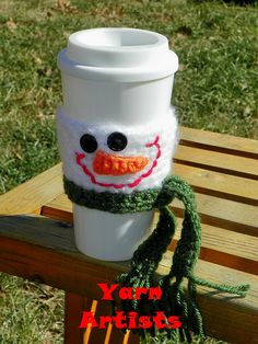 Snowman Cup Cozy by Yarn Artists and more free crochet snowman pattern links at mooglyblog.com!