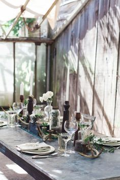 Fall wedding table decor inspiration: the antlers are such a rustic & pretty touch!