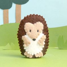 super cute felt hedge hog (finger puppet too)