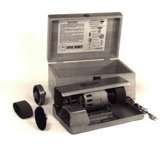 compact mini unit in a box. For slicing, grinding, sanding and polishing opal into shapes suitable for pendants and rings