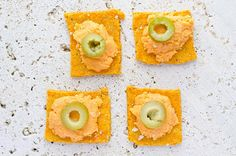Craving these Vegan Cheese Crackers (gluten and dairy-free)