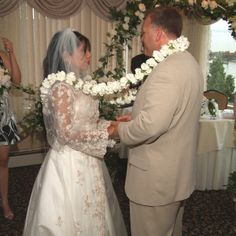 Mexican lasso tradition ~ www.vowsandkisses.com ~ Wedding officiants creating customized, memorable ceremonies for all couples.