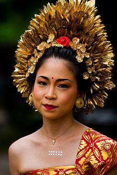 Pretty Balinese Woman in Beautiful traditional dress, at Kuta Beach | #Bali #Culture , #Indonesia , #SouthEast #Asia