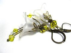 Gorgeous :) Vintage Style Flower Earrings Yellow White by jewelrybyNaLa, $24.00 #onfireteam #lacwe #handmade #jewelry #earrings #accessories