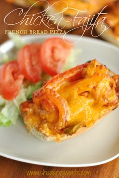 Chicken Fajita French Bread Pizza: quick and delicious dinner idea #inspiremydinner @Shugary Sweets