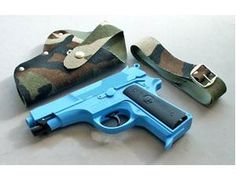 The Edison Marines Gift Set is a 13 shot cap gun and holster that is perfect for children and adults to play with. This model comes complete in a display box. The Edison 13 shot supermatic caps are suitable for use with this model.