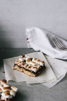 White Chocolate Coconut & Banana S'more Bars by blog.freepeople.com #Bars #Smores #Banana #White_Chocolate #Coconut