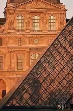 Musée du Louvre et Pyramide.