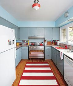 Adore the colours in this kitchen!