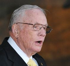 Astronaut Neil Armstrong, first man to walk on moon, dies at age 82 (Photo: Mandel Ngan / AFP - Getty Images file)