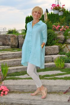 For a look that is soft and sophisticated, I've paired a very chic, oversized linen shirt over a pair of leggings.