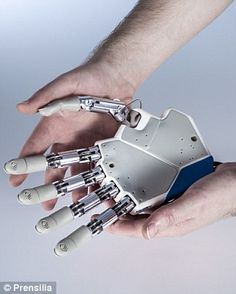 Bionic hand that allows patients to 'feel' sensations is ready to be transplanted #technology #Futuretech #tech