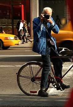 Bill Cunningham, New York Times fashion photographer... i am in love with him.#streetphotography #photography