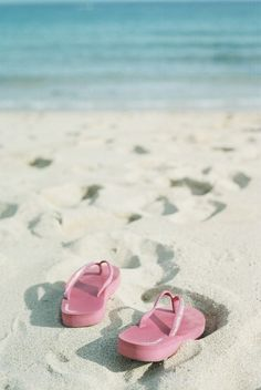 Pink flip flops are totally perfect for the beach!