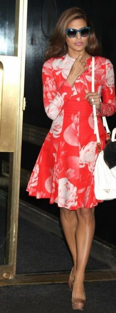 Eva Mendes looking gorgeous in a Jonathan Saunders red floral dress