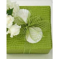 gift wrapping for a spring occasion