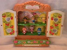 I had this case for my Strawberry Shortcake Miniatures!  :)