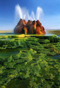Fly Geyser of Fly Ranch, Nevada. Amazing, looks like something from Pandora/Avatar.