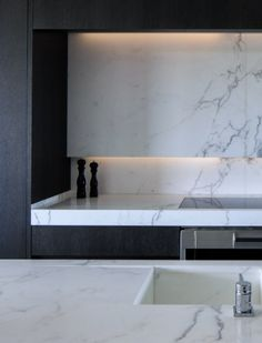 Marble kitchen in Project Versluys by Belgian company Obumex.