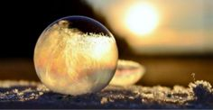 The magnificent, fragile beauty of bubbles blown outside when it�s 15 degrees below freezing [11 pics]