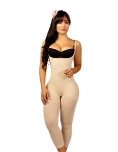 Go from a simple lady to an elegant woman with a chic silhouette brought forth by this lite control capri shaper. With its hosiery fabric and hevea front panel, it compresses the bulges on your abdomen, waist and back. It smooths your hips and thighs, thus a figure everybody admires. Convenient open panty gusset and adjustable straps for a modified fit