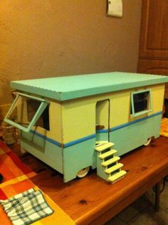 A Gorgeous Vintage Hand Built Showmans Caravan Model