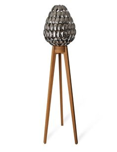 Ingeniosa forma de usar cucharas para crear una lámpara lamps, idea, craft, spoon lamp, spoons, light design, awesom light, clive roddi, spoon light