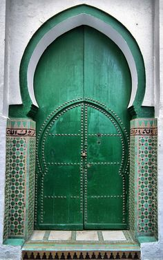 Lovely green arched Moroccan doors. emeralds, green doors, green homes, door design, colors, arches, decorations, colorful doors, morocco