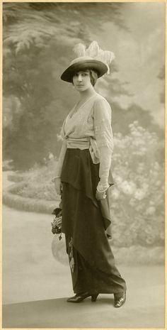 Stylish young lady, 1913-17
