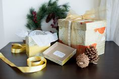 #Gift #Wrap #Holiday #CamilleStyles #AnthroBlog holiday, gift boxes, gift wrap, reusabl gift, diy gifts