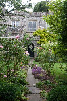 Lewes: Castle Lodge - East Sussex