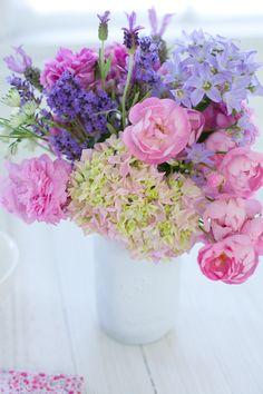 spring flowers, creativ mint, purple flowers, happy colors, color combinations, floral bouquets