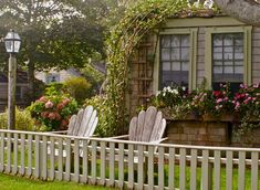 modern gardens, interior design, cottage gardens, cottage look, nantucket cottag, modern garden design, little cottages, window boxes, garden fences