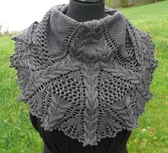 Ravelry: Croeso, Lace & Cable Shawlette pattern by Camille Coizy #freepattern