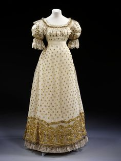 Ball gown ca. 1820.  I'm in love.