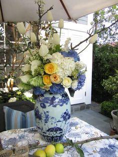 yellow flowers, white flowers, centerpiec, white roses, bridal shower ideas, wedding blue, white weddings, yellow roses, bridal showers